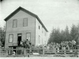 Group portrait of school children in Kalama, Washington, circa 1900-1910